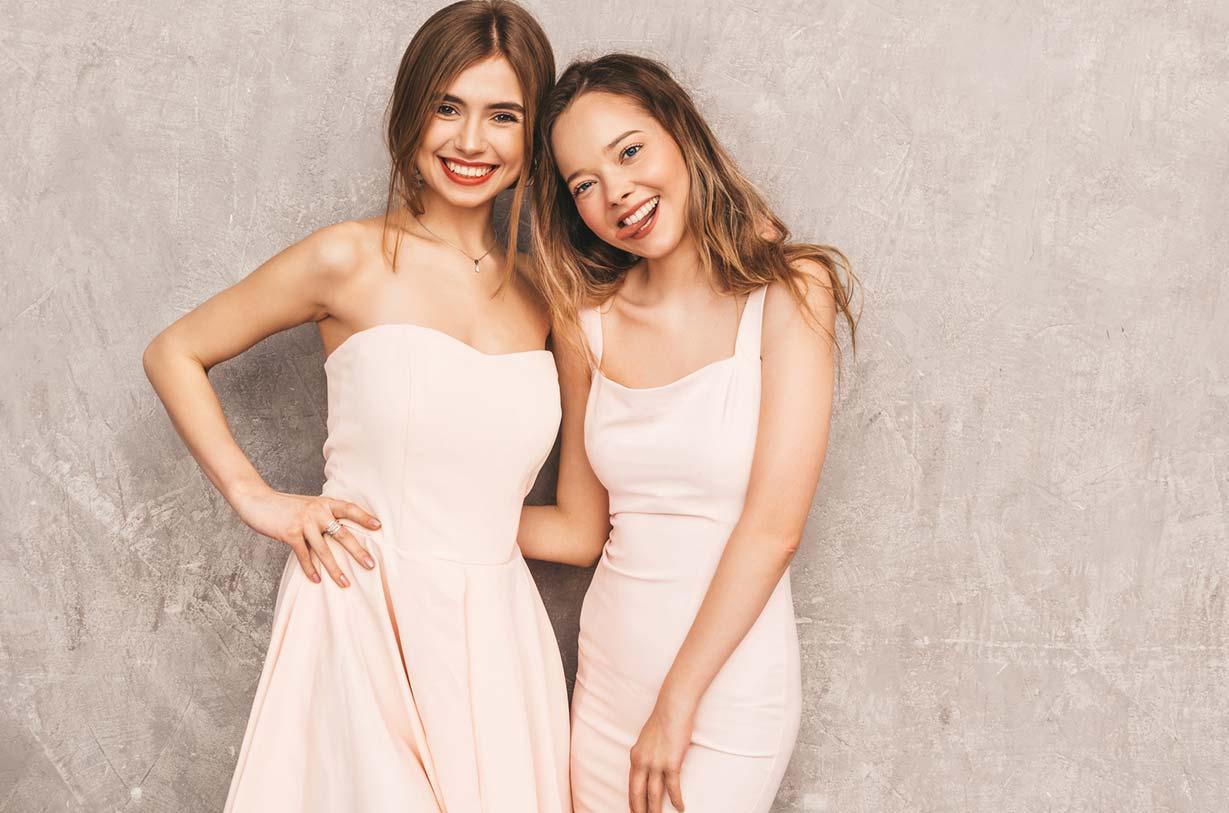 Junge Mädchen in festlichem Konfirmations Outfit - carinokarten halayalex fotolia